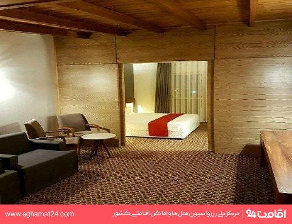 اتاق چهار نفره پارتیشن دار ( یک تخت دو نفره + دو سرویس اضافه )