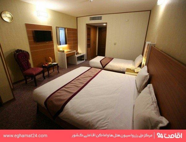 اتاق سه تخته طلایی