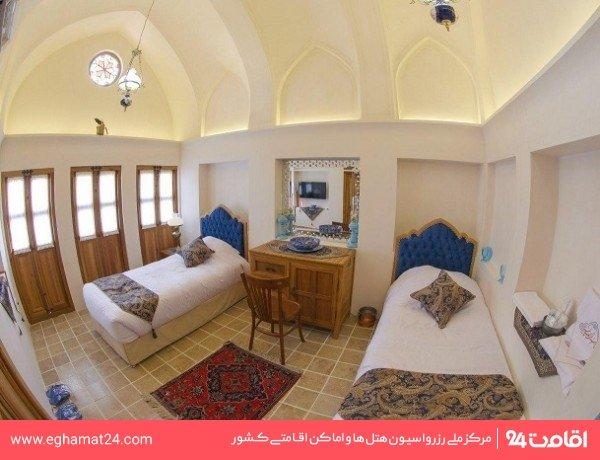 اتاق دوتخته توئین سهدری(107)(حمام و سرویس بهداشتی اختصاصی خارج از اتاق)