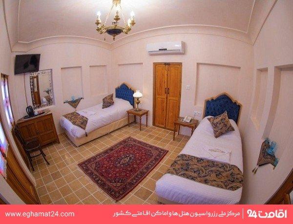 اتاق دو تخته توئین سه دری (109)