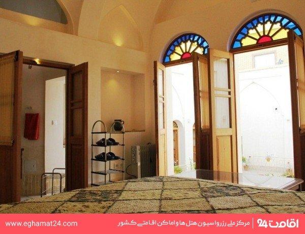 اتاق دو تخته شاهنشین(سرویس و حمام اختصاصی خارج از اتاق)