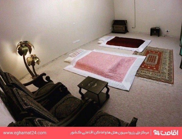 اتاق سه نفره کف خواب سنتی (فاقد سرویس بهداشتی و حمام)