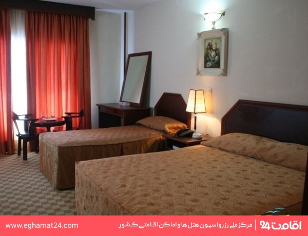 اتاق چهار نفره(سه تخته+یک سرویس اضافه)