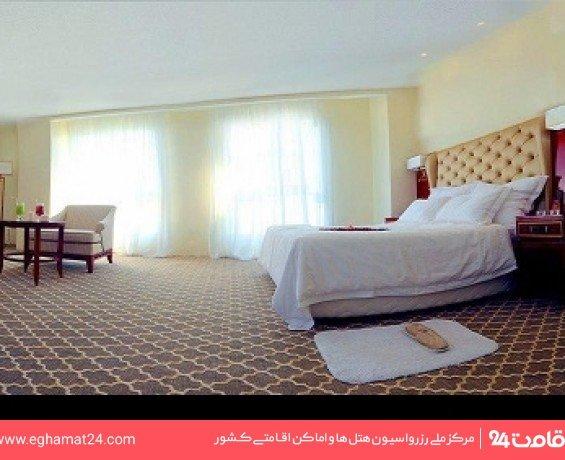 اتاق سه تخته رو به دریا
