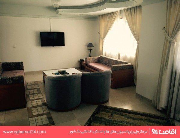 سوئیت دو خوابه دوبلکسC (صبحانه برای چهارنفر)(یک تخت دبل و دو تخت یک نفره+چهار سرویس ا