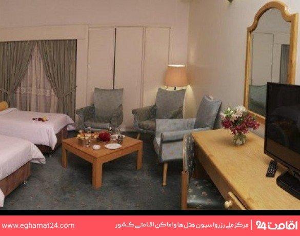 اتاق یک تخته کلاسیک طبقه اول(سرویس ایرانی-طبقه صبحانه خوری)