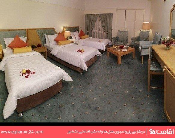 اتاق سه تخته کلاسیک طبقه اول(سرویس ایرانی-طبقه صبحانه خوری)
