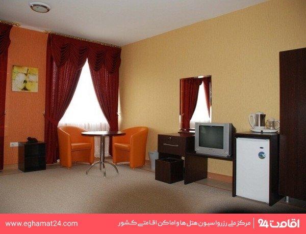 اتاق دو تخته دبل ( یک نورگیر کوچک )