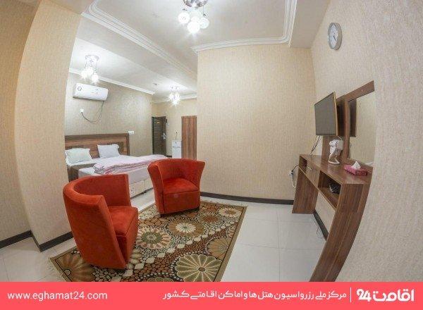 اتاق سه تخته با دید داخل ساختمان