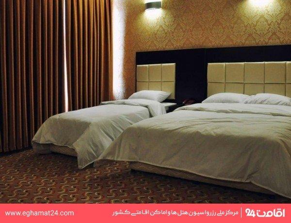 سوييت یکخوابه چهار نفره (یک تخت دو نفره + دو سرویس اضافه)
