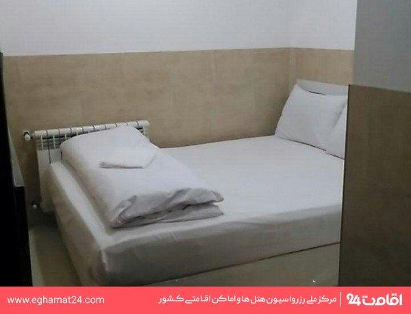 اتاق چهار نفره ( سه تخته + یک سرویس اضافه )