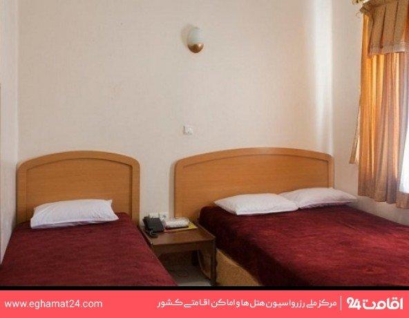 اتاق سه تخته (فاقد سرویس بهداشتی و حمام)