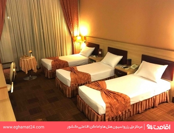 اتاق سه نفره(دو تخت یک نفره+یک سرویس اضافه)