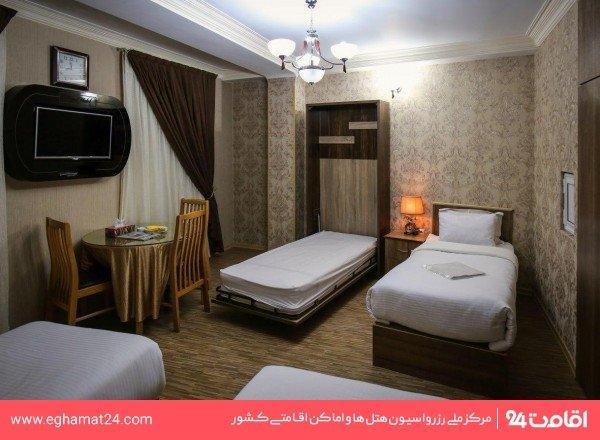 اتاق چهار نفره(اتاق سه تخته + یک سرویس اضافه)