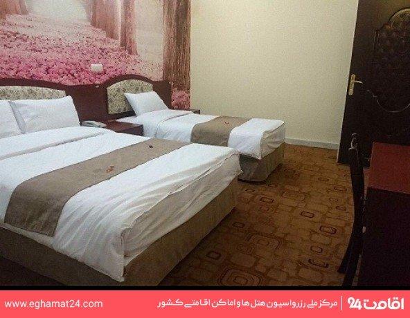 اتاق سه تخته داخل هتل
