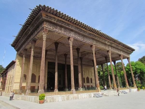 کاخ چهل ستون در اصفهان