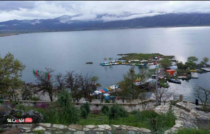 بازارچه دریاچه زریوار