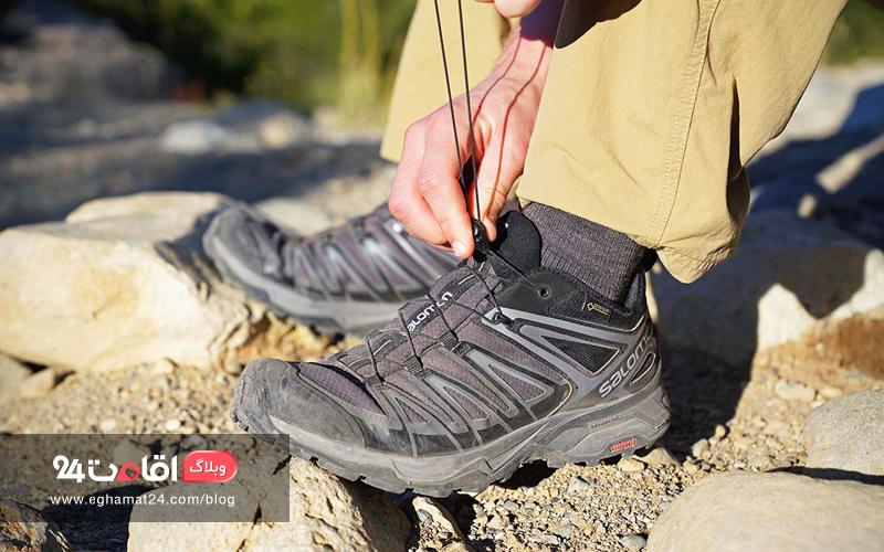 کفش سبک و ضد آب - ملزومات سفر پاییز