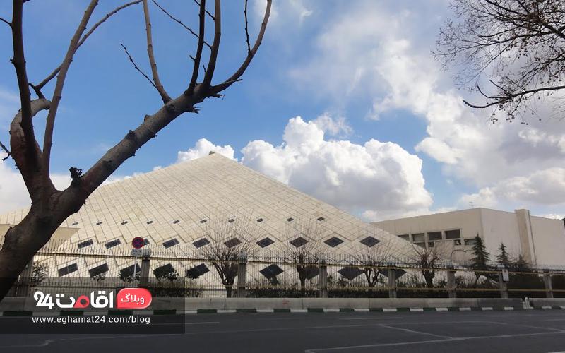دیدنی های میدان بهارستان تهران