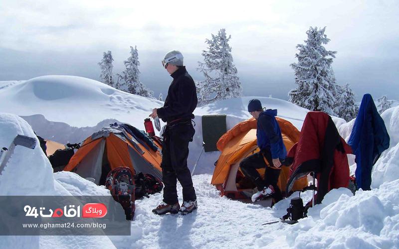 کمپ در زمستان