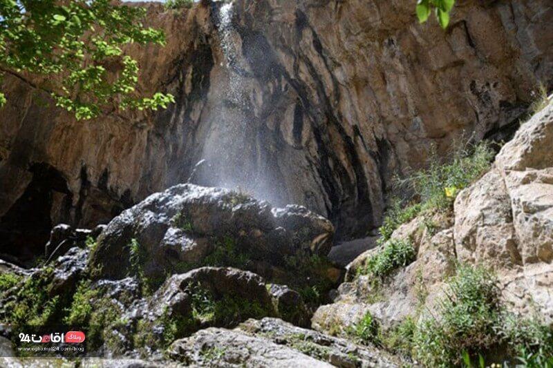 آبشار لادر اطراف اصفهان