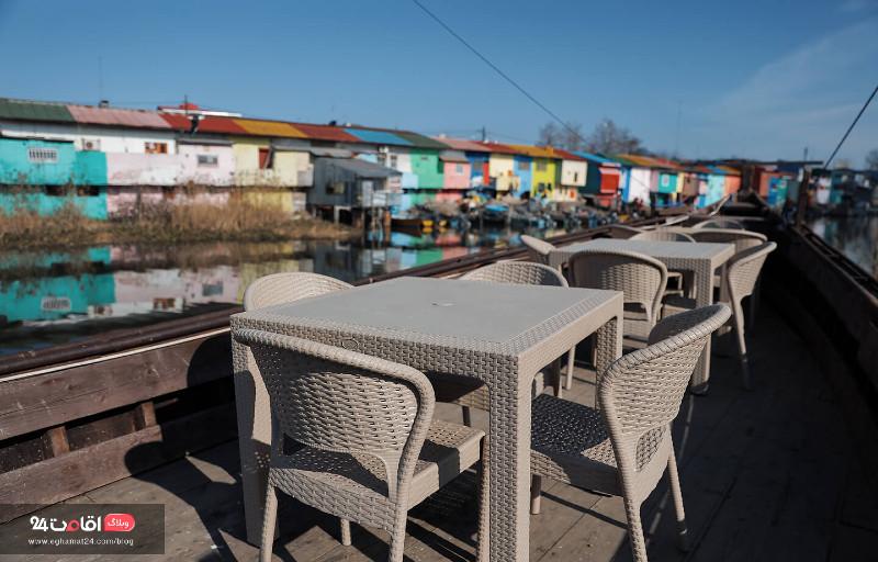رستوران ساحلی در بندر انزلی